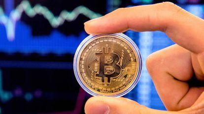 Representación de la moneda virtual bitcoin.