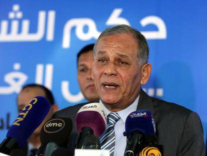 Mohamed Anuar Sadat durante la rueda de prensa en la que anunció su retirada de la carrera electoral.