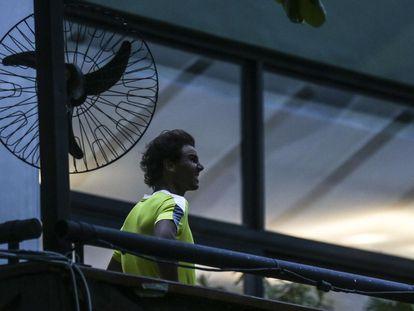 Nadal comprueba ayer la climatología en Río de Janeiro.