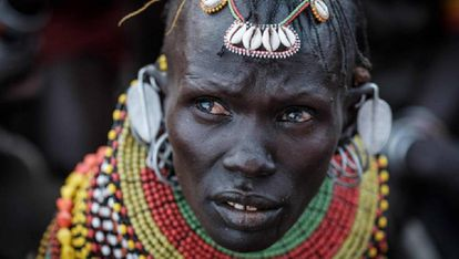 Retrato de una bailarina turkana.
