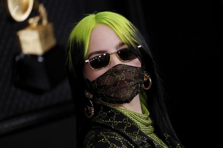 Billie Eilish, en la gala de los Grammy en enero pasado, con una mascarilla ornamental de Gucci.