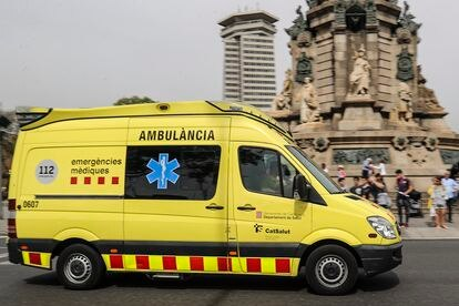 En la imagen de archivo, una ambulancia de Emergències Mèdiques, en Barcelona.