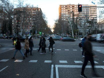 Vista de la calle de Orense, en Madrid, una de las zonas sanitarias que ha estado confinada.