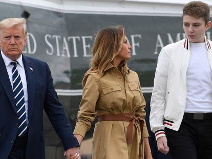 Donald Trump junto a Melania y su hijo Barron, en agosto pasado.