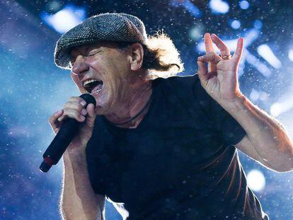 Brian Johnson, voz de AC/DC, se desgañita en un concierto en Nueva Zelanda, en diciembre de 2015.