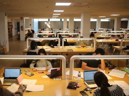 Ambiente Universitario en una biblioteca de la Universidad de Santiago, el pasado marzo.
