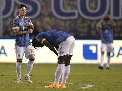 Jugadores de la selección colombiana al final del partido por eliminatorias que perdieron 6-1 frente a Ecuador, en Quito, el pasado noviembre.