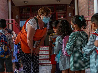 Alumnos del colegio Aquisgrán, en Toledo, entran en el centro el pasado 9 de septiembre.