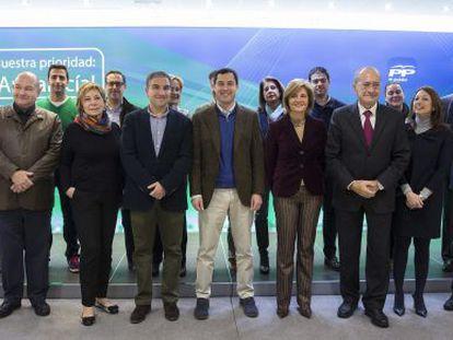 Moreno (en el centro), con los miembros de la candidatura por Málaga.