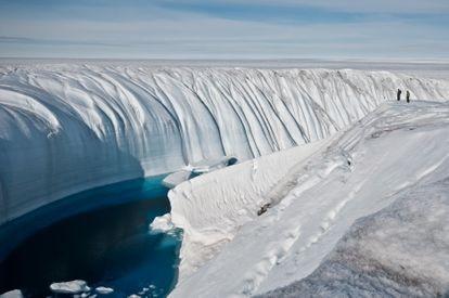 El agua cada vez más cálida acelera el deshielo de los casquetes polares.