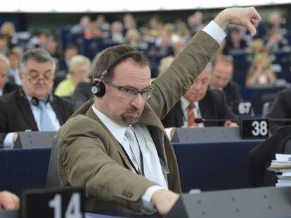 József Szájer vota en el Parlamento Europeo en 2013.