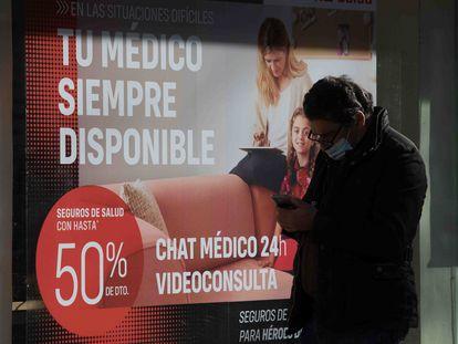 Anuncio de un seguro de salud privado en Madrid.