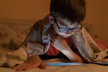 El crecimiento de la miopía en los niños durante el confinamiento se debe sobre todo a la falta de luz solar.