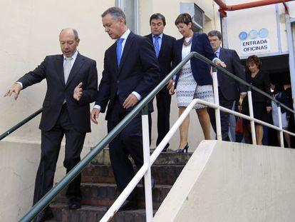 El lehendakari Iñigo Urkullu, acompañado por los consejeros de Desarrollo Económico, Arantza Tapia, y de Empleo Juan María Aburto, y el presidente de Vicrila, Luis María Fernández, entre otros.