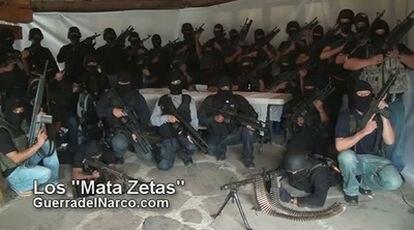 Un grupo paramilitar denominado Los Matazetas ha difundido esta foto en la que promete acabar con una de las bandas que siembran la violencia en México, Los Zetas.
