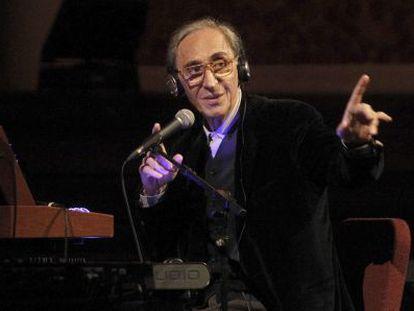 El músico italiano Franco Battiato durante el concierto ofrecido en Barcelona.