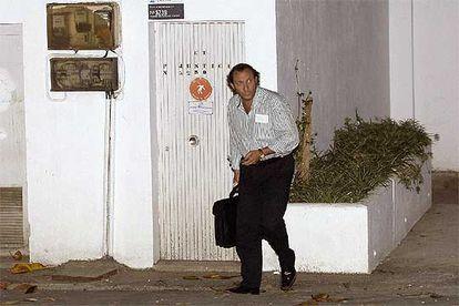 Francisco García Lebrón, director comercial de Aifos, sale de los juzgados de Marbella tras quedar en libertad.