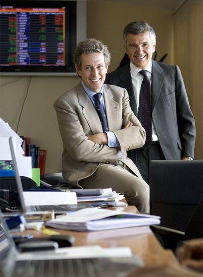 Pedro Gómez de Baeza, presidente de GBS, y Juan Antonio Samaranch, socio de la firma, de pie.
