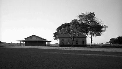 Dos edificios de una comunidad menonita.