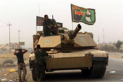 Soldados iraquíes patrullan por Bartella.
