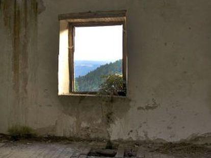 Escuela abandonada de Vilardemuros, en Sober (Lugo).