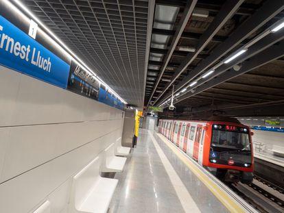 La estación de metro Ernest Lluch, el día de su inauguración.