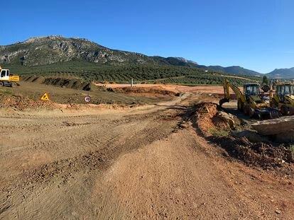 Zona de las obras para la construcción de la planta embotelladora en Antequera.