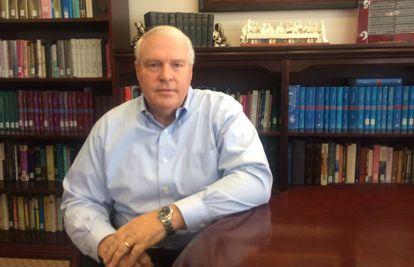 Sing Oldham, vicepresidente de la Convención Baptista Sureña, en su despacho