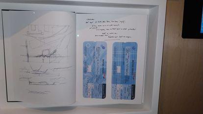 La última libreta de apuntes de Enric Miralles del Parlamento de Escocia con los billetes de vuelta.