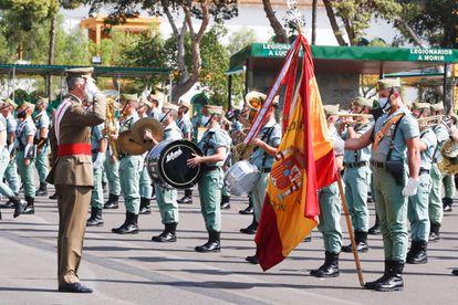 El rey Felipe V, durante el desfile por el centenario de la Legión, en Almería, el pasado mes de septiembre.