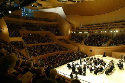 La Orquesta Filarmónica de Los Ángeles, dirigida por Esa Pekka-Salonen, en 2003