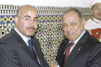 Abdelaziz Izzou (a la izquierda), director de la seguridad de los palacios reales, con su protector, el general Laanigri, máximo jefe policial marroquí, el año pasado en Fez. Izzou ingresó en prisión y Laanigri fue destituido.