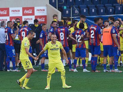 Bruno Soriano y Santi Cazorla, en su despedida del Villarreal ante el Eibar.