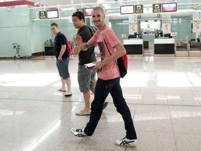 Mullera, en el aeropuerto de Barajas, antes de partir hacia Londres
