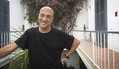 Jay Hernández, en su recién estrenado hotel Siki Río de Saint Louis (Senegal).