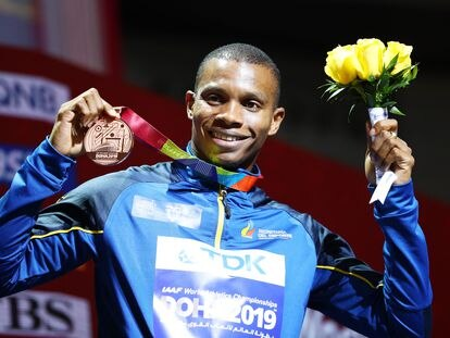 DOHA, QATAR - OCTOBER 02: Bronze medalist Alex Quiñónez of Ecuador stands on the podium during the medal ceremony for the Men's 200 metres final during day six of 17th IAAF World Athletics Championships Doha 2019 at Khalifa International Stadium on October 02, 2019 in Doha, Qatar. (Photo by Michael Steele/Getty Images)