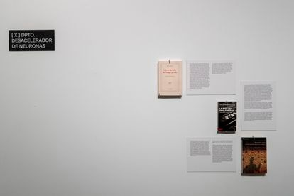 The Neuron Decelerator is a department where the visitor can obtain different literary or cinematographic references about the time.