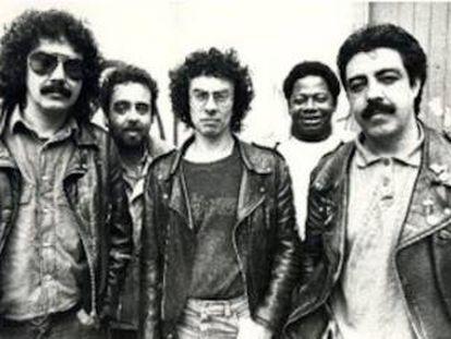 Los Suaves en una de sus primeras formaciones. Yosi Domínguez es el primero por la izquierda.