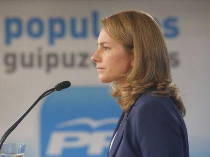 Arantza Quiroga, presidenta del PP vasco, durante la rueda de prensa en la sede de San Sebastián.