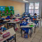 Los niños asisten a una clase sobre la reanudación de las clases presenciales en la Ciudad de México el 7 de junio de 2021, luego de que las actividades educativas fueran suspendidas debido a la pandemia del coronavirus COVID-19 durante más de un año.  - La asistencia no es obligatoria ni para estudiantes ni para profesores.  (Foto de CLAUDIO CRUZ / AFP)