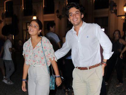 Cayetana Rivera Martínez de Irujo y Curro Soriano Rubio, que han hecho oficial su relación.