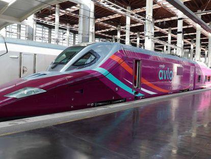 Tren Avlo de Renfe en la estación de Madrid-Atocha.