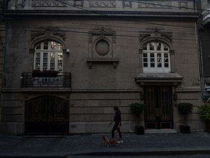 Vista de la casa del académico y comunicador Andrés Roemer, en la colonia Roma de Ciudad de México.