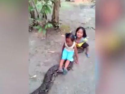 El vídeo, grabado en Indonesia, ha despertado críticas en Internet