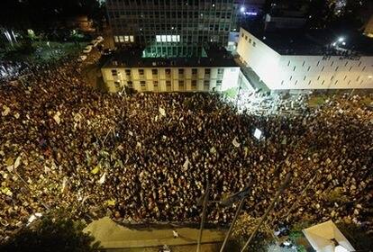 Miles de indignados israelíes han protestado hoy sábado en Tel Aviv.