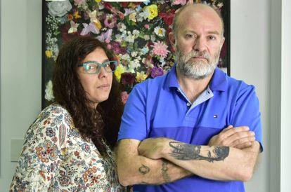 Andrea Antico y su pareja, Sergio Maldonado, en las oficinas de Amnistía Internacional en Buenos Aires.