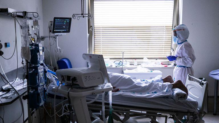 Una de las habitaciones de UCI del hospital Gregorio Marañón, en Madrid.