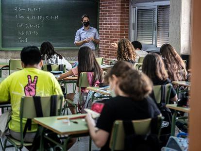 Una clase de primero de ESO en el instituto público Benicalap, en Valencia, la semana pasada.