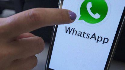 WhatsApp bloquea el envío de fotos falsas.