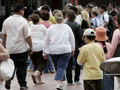 Varias personas con sobrepeso en Sídney, Australia.